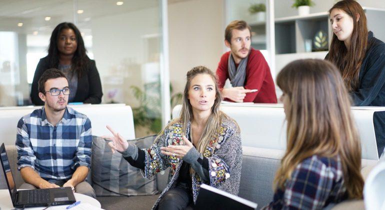 Neste artigo, vamos falar sobre o que é o brainstorming, como funciona, qual a sua importância e a relação com a Gestão da Qualidade.